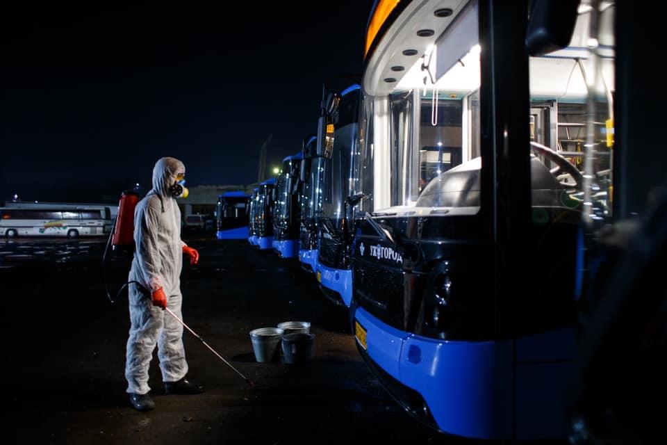 В Ужгороді відновлює роботу громадський транспорт: названо умови проїзду
