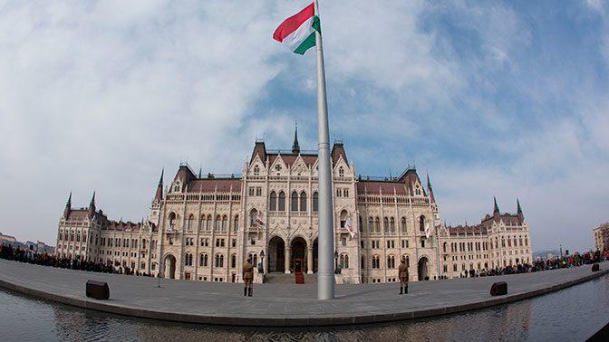Угорщина введе ще ряд заборон та обмежень через стрімке поширення коронавірусу