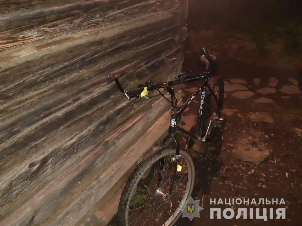Водій автомобіля здійснив наїзд на велосипедиста та зник з місця події