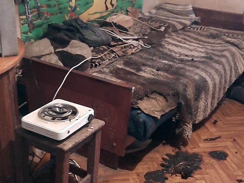 Чоловік опинився в реанімації після того, як спробував готувати їжу біля ліжка