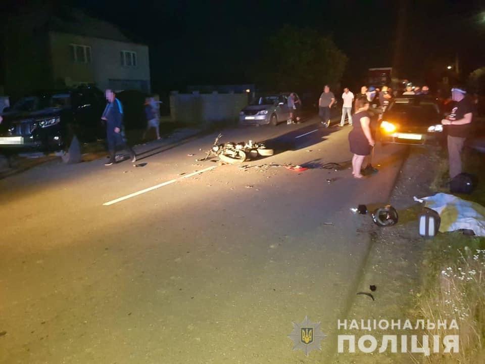 Повідомлено про підозру водієві позашляховика, який допустив зіткнення із мотоциклом
