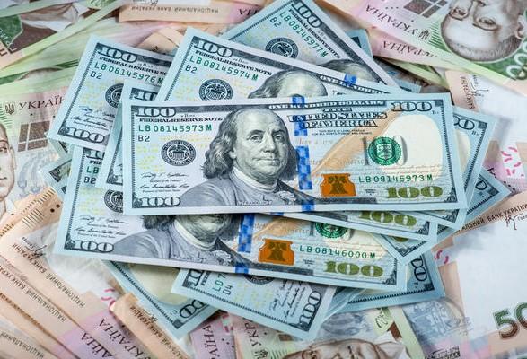Долар побив місячний рекорд вартості: новий курс валют