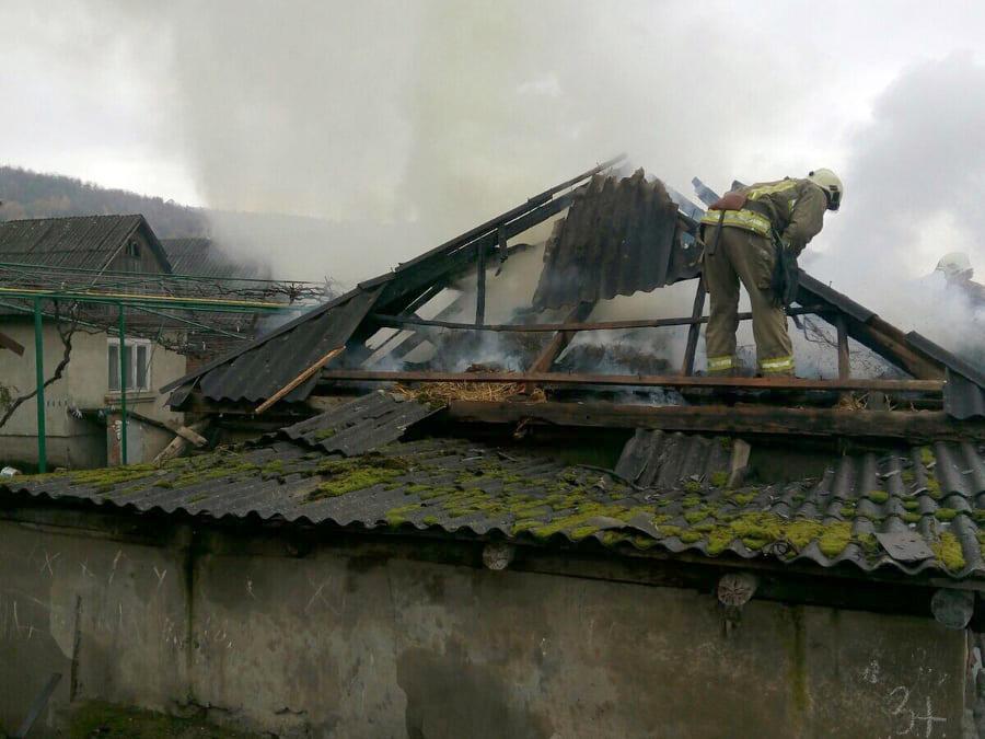 Пильний чоловік повідомив рятувальників про пожежу