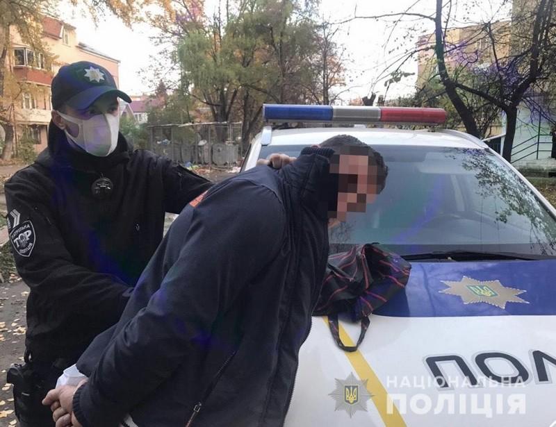 Прокуратура погодила підозру чоловіку, який напав на пенсіонера в Ужгороді