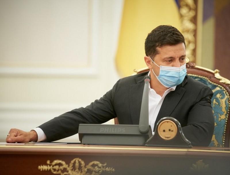 Володимир Зеленський підписав закон про штрафи за неносіння масок