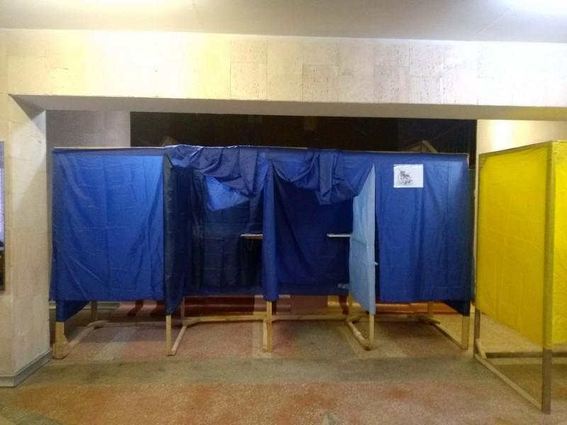 В Ужгороді на окремих дільницях недостатня кількість скриньок і кабінок