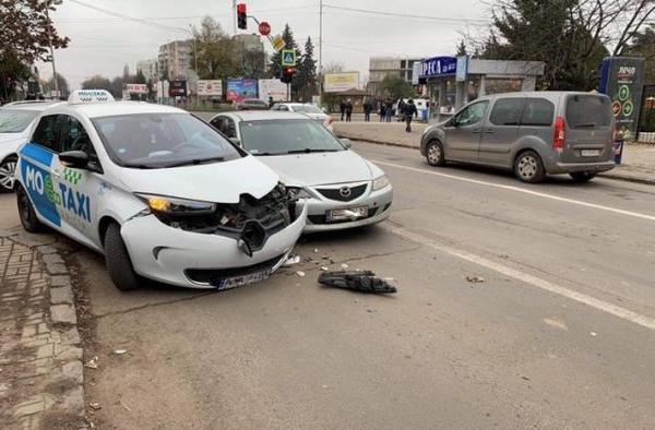 В Ужгороді ДТП за участі таксі