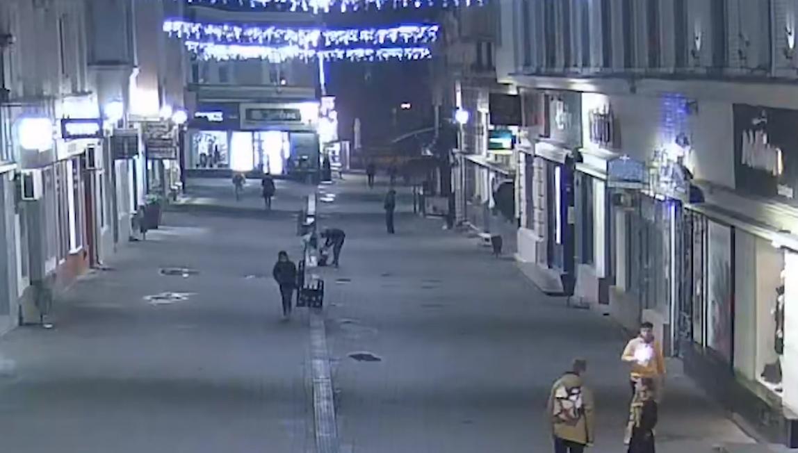 Невідомі скоїли у центрі Ужгорода обурливий вчинок