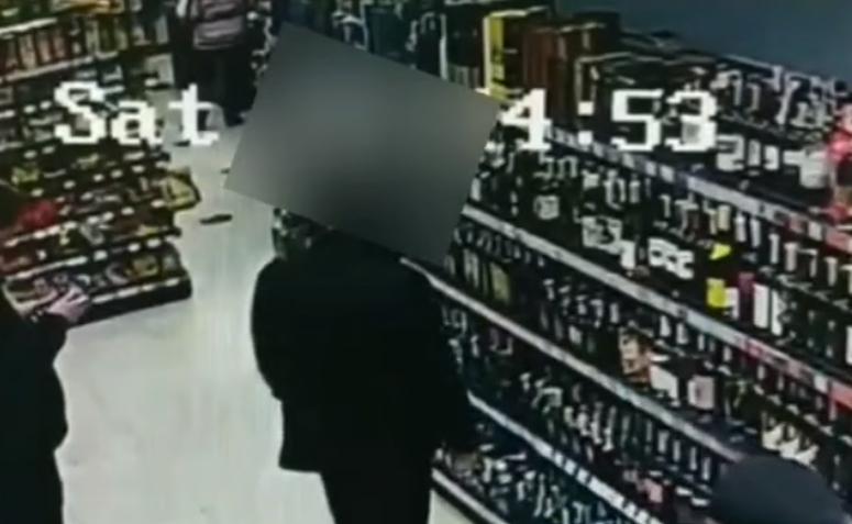 У Мукачеві в супермаркеті чоловік поцупив товари: крадіжку знято на відео