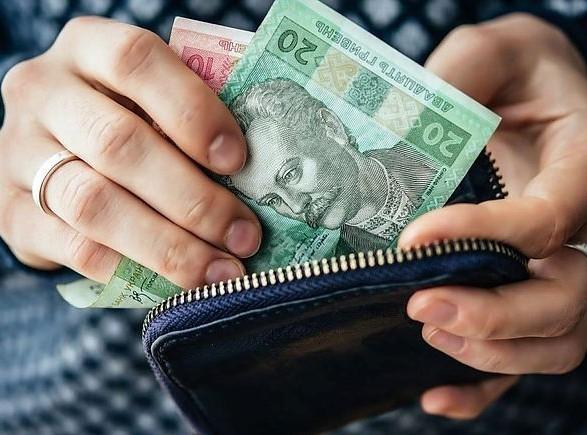 Проєкт держбюджету-2021: підвищення мінімалки відклали із липня на грудень