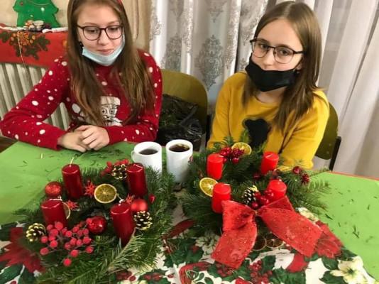 У Мукачеві діток вчили робити віночки Адвенту