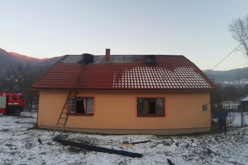 Поки закарпатка була за кордоном, ледь не згорів її будинок