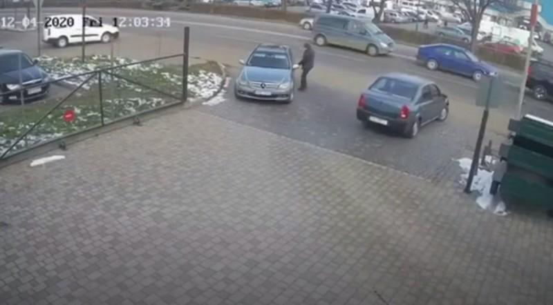 Що відбувалось поблизу ринку ГІД у Мукачеві: поліція опублікувала відео
