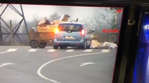 Кінь з возом на перехресті врізався у автомобіль: момент ДТП зняли на відео