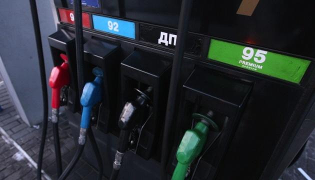 Великі українські АЗС за вихідні суттєво підняли вартість бензину та дизельного пального