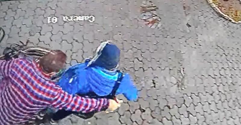 Злочин у центрі Ужгорода біля театру ляльок Бавка: зловмисника зафіксували відеокамери