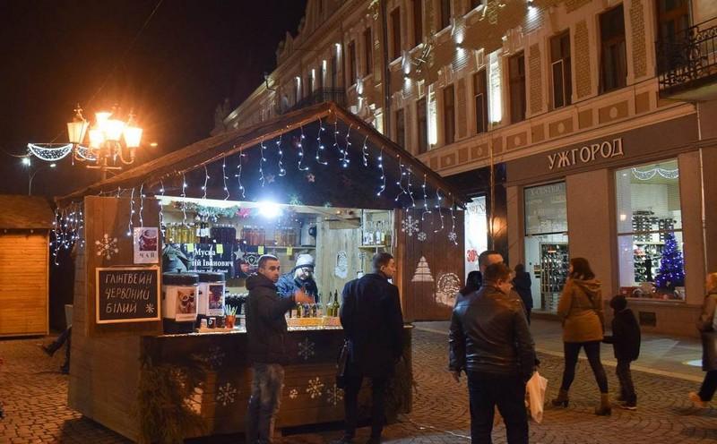 Вино, мед та сувеніри: попри карантин 11 грудня в Ужгороді розпочинається новорічно-різдвяний ярмарок