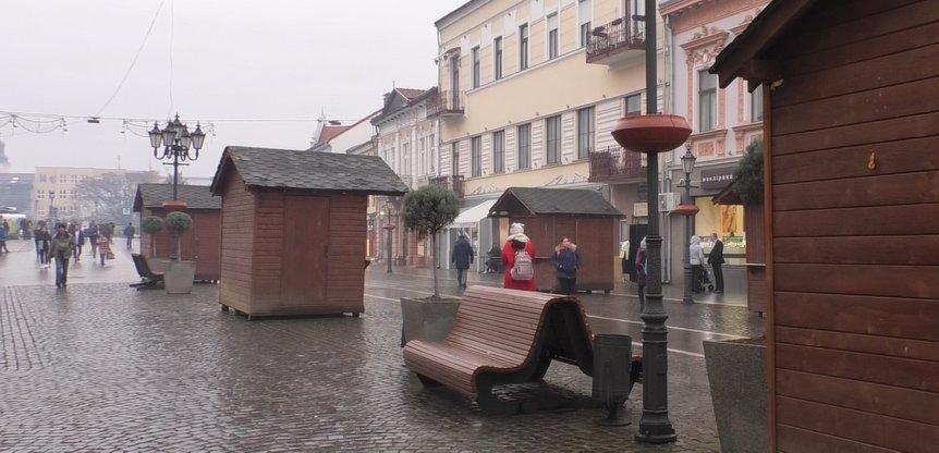В Ужгороді для ярмарки поставили дерев'яні будиночки