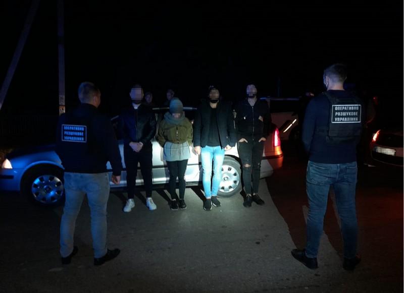 Організатору каналу транзиту нелегалів оголосили підозру