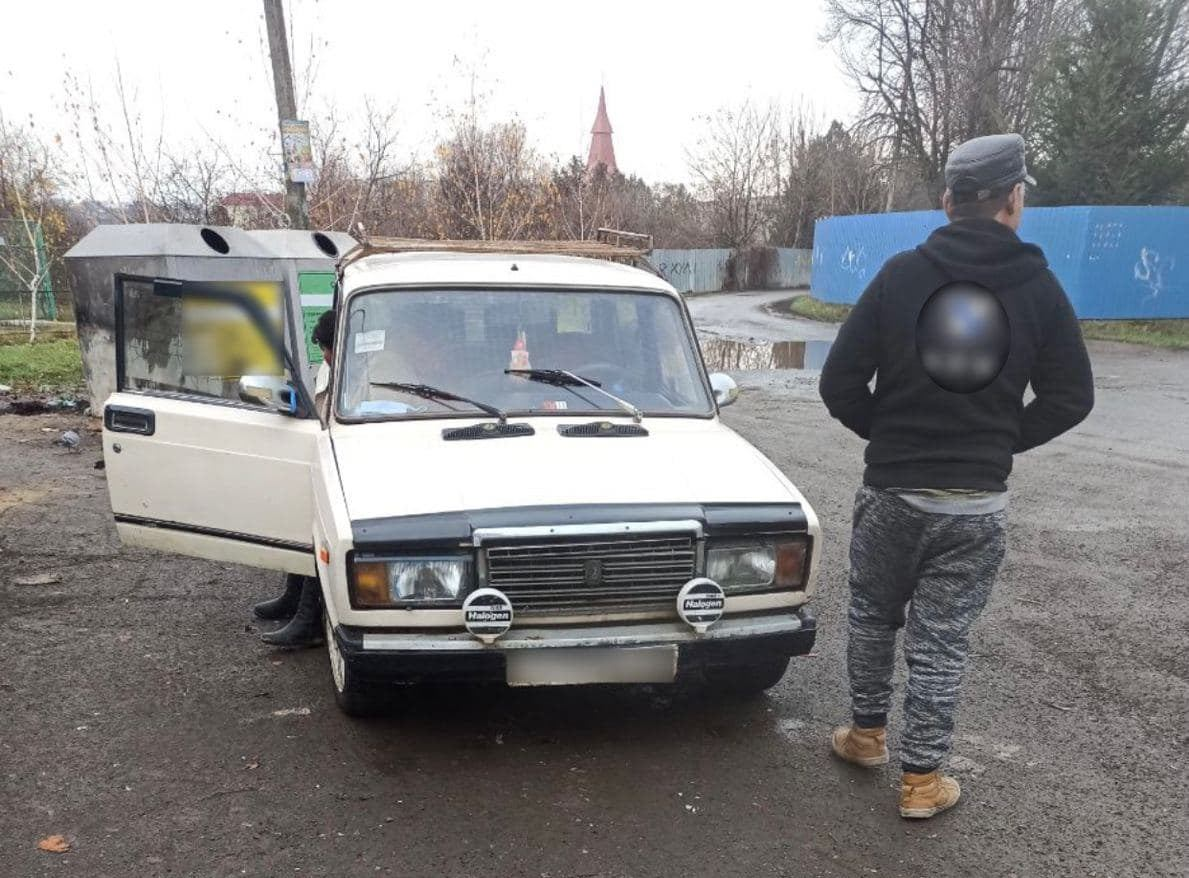 Водій пропонував патрульним 100 гривень та наполегливо запрошував на каву