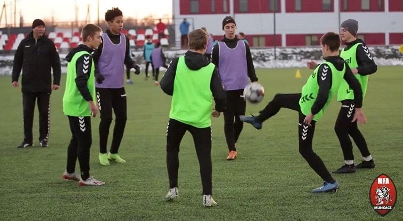 Мукачівська футбольна академія запрацювала на повну: як виглядає основний корпус футбольної академії в Дерцені