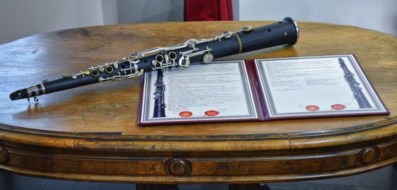 Унікальний музичний експонат передали Закарпатському краєзнавчому музею