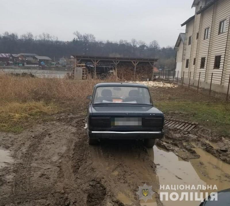У курортному селищі Солотвино від чоловіка вкрали машину