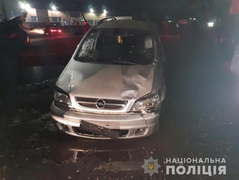 Авто виїхало на узбіччя і збило трьох людей: продовження шокуючої історії