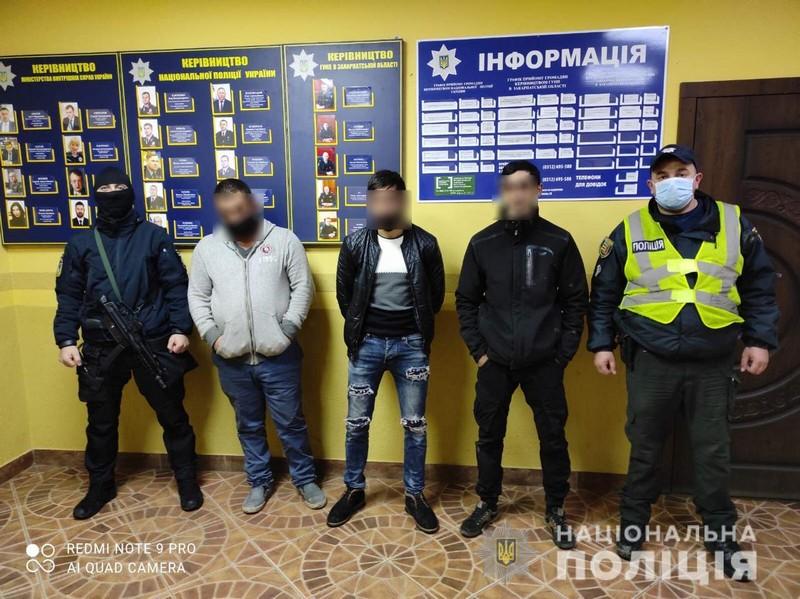 Таксі Ужгород: поліція розповіла, що накоїв таксист разом із спільниками