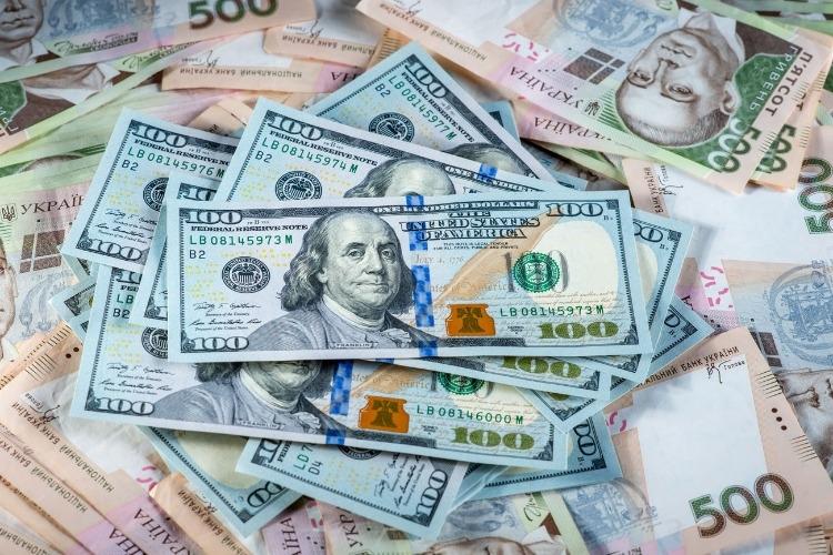 У 2021 році Україна повинна погасити 16 мільярдів доларів держборгу