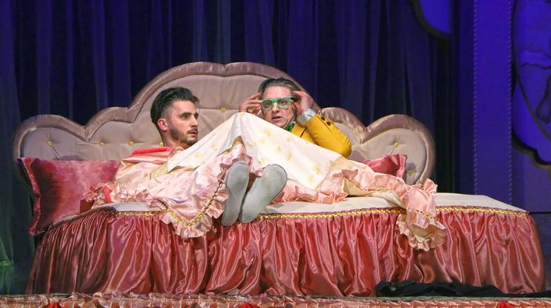 В Ужгороді показали виставу «Ідеальне весілля»