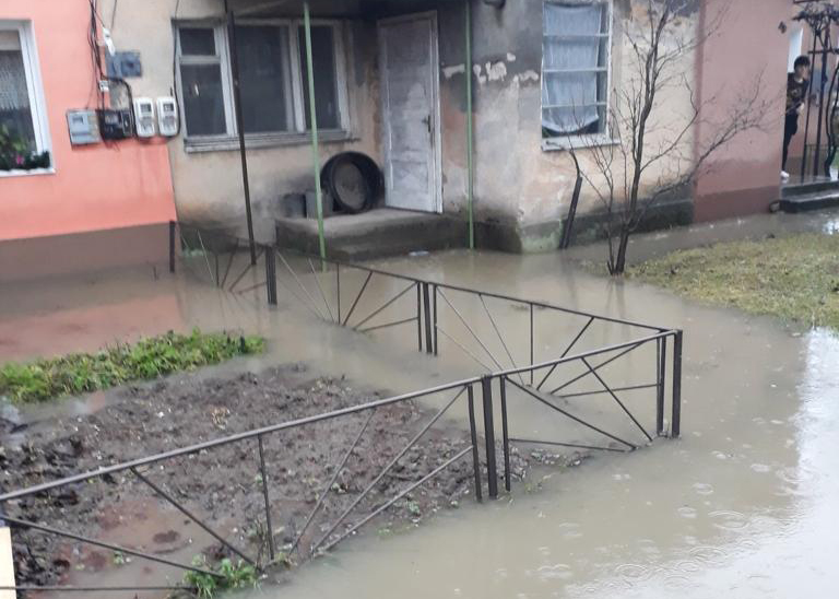 Сильні дощі призвели до підтоплень в Ужгороді та Сваляві