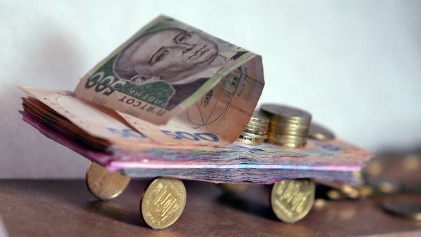 Деякі українці повинні заплатити податки за свої машини