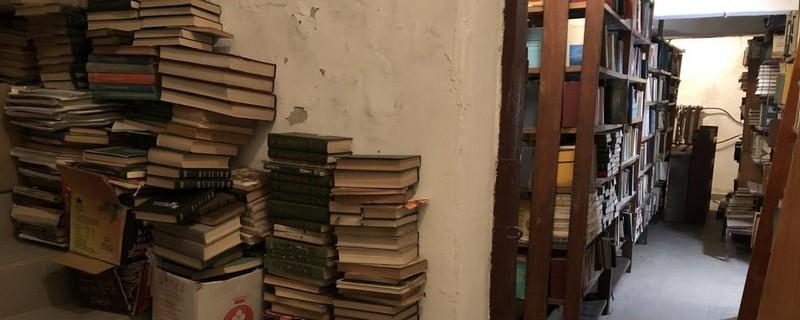 У Закарпатській обласній бібліотеці відновлюють книгосховище після підтоплення