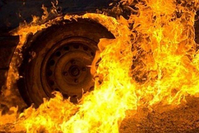 В Ужгороді за однією адресою горіли два автомобілі