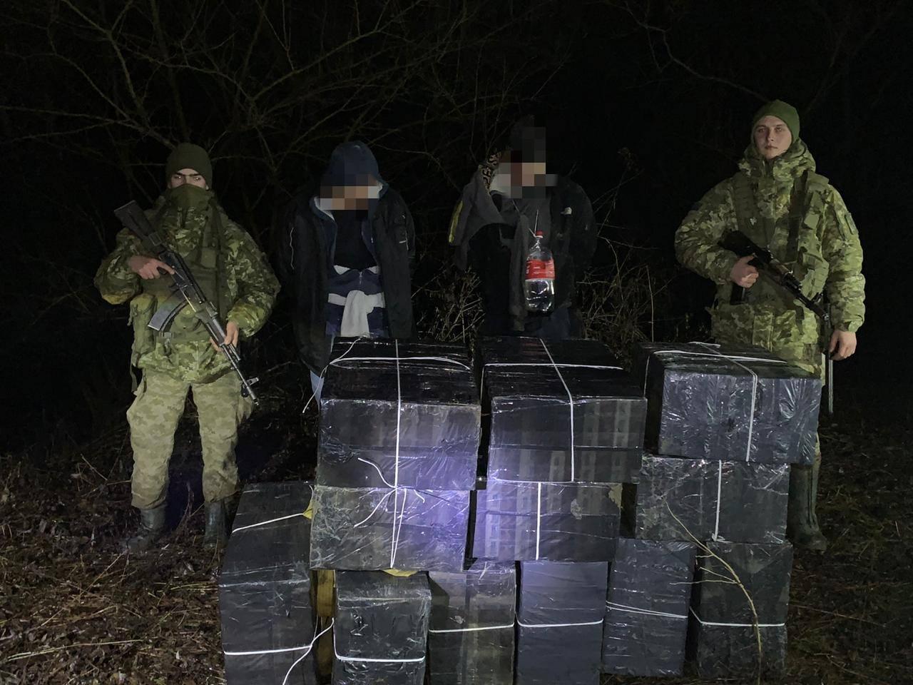 Затримано контрабандистів, які хотіли переправити до Угорщини майже 10 тисяч пачок сигарет