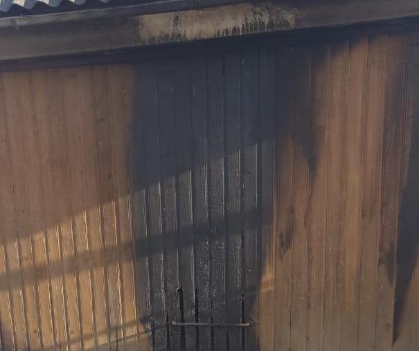 Поліція показала фото ще одного підпалу у селі