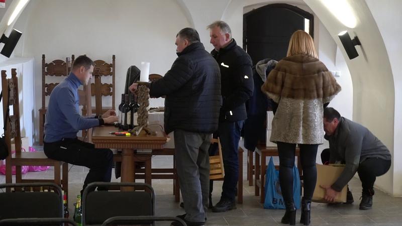 """У Мукачеві пройшла реєстрація взірців вин на конкурс """"Червене вино"""""""