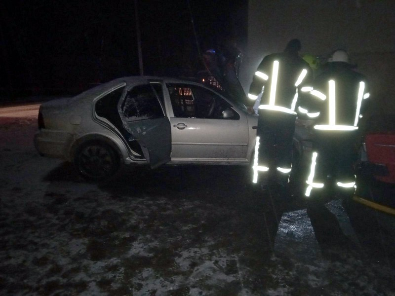 Вночі біля п'ятиповерхівки загорівся Volkswagen Bora