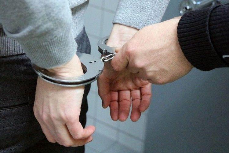 Раніше судимий за зґвалтування та хуліганство хлопець напав на пенсіонерку