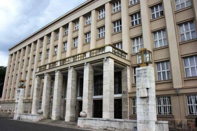 Закарпатці влаштували мітинг в Ужгороді під стінами Закарпатської ОДА