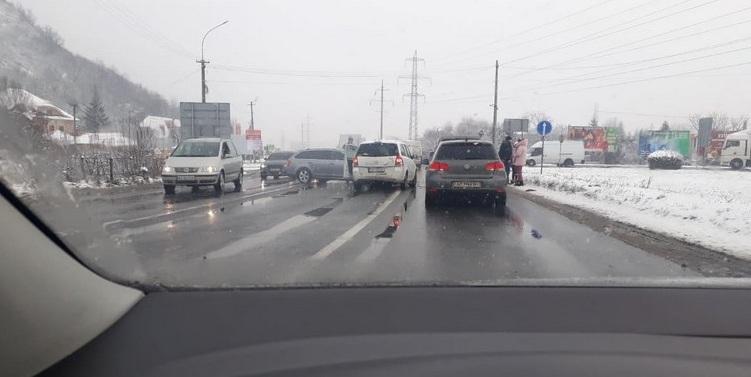 Аварія на в'їзді у Мукачево поблизу поста ДАІ. Опубліковано відео