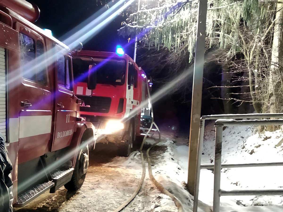 На Воловеччині вогонь знищив частину будинку та майно господарів