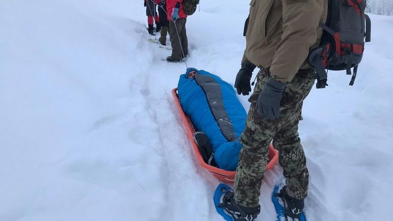 Туриста зі Львова, який два дні блукав у горах на Закарпатті, прооперували