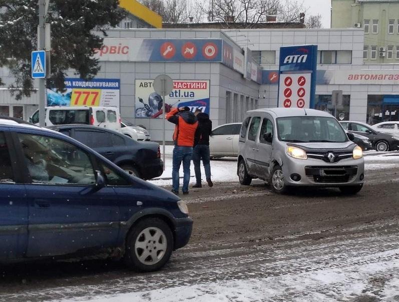 Аварія у Мукачеві біля танку: в місті утворились затори
