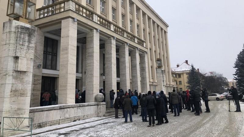 Мітинг перед Закарпатською ОДА в Ужгороді: відео з місця події