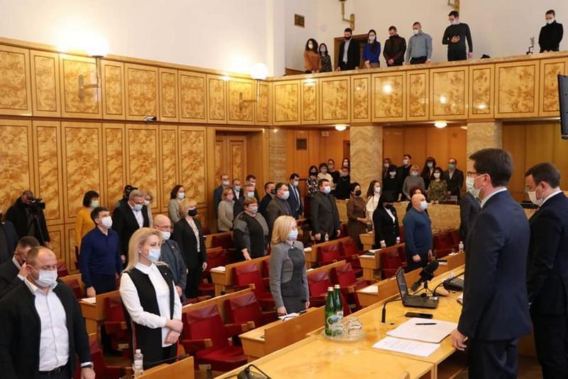 Сьогодні відбулася позачергова сесія Закарпатської облради