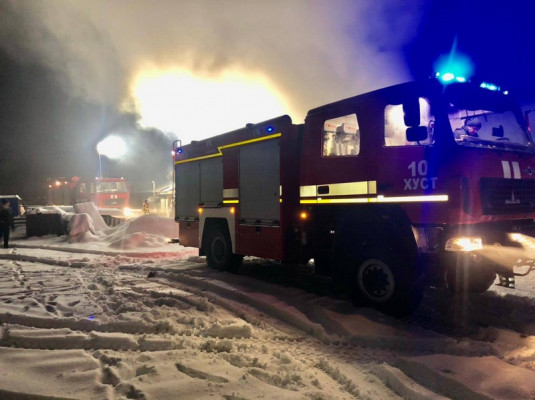 Масштабна пожежа у Хусті: рятувальники оприлюднили фото