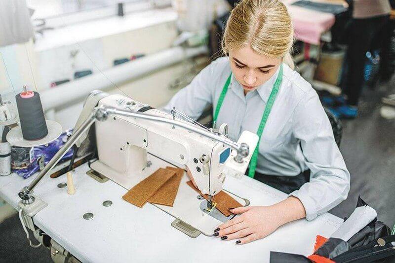 Швачка, слюсар, електромонтер: в Україні назвали найпотрібніші у 2021 році професії