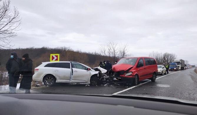 Масштабна аварія поблизу Мукачева: опубліковано фото та відео з місця аварії у Верхньому Коропці